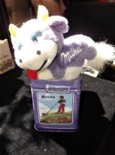 COLLECTABLE MILKA NAPS SUCHARD CHOCOLATE TIN & PLUSH PURPLE COW KEYRING